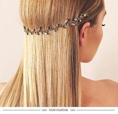 Penteado lindo que a Lauren Conrad usou na festa de lançamento do seu livro!  Ideia perfeita para prender o cabelo de um jeito nada óbvio... E é super fácil de fazer! Gostam da inspiração? #penteado #cabelo #beleza #hairstyle #hair #beauty #celebrate #laurenconrad #inspiração #lnl #looknowlook