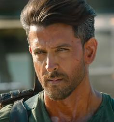 "The trailer of upcoming movie ""War"" can really give goosebumps to you. Actors Images, My Images, Hrithik Roshan Hairstyle, Hair Movie, Ek Villain, Cool Dance Moves, Prabhas Pics, Tiger Shroff, Face Photo"