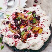 Pavlova w/ Grilled Fruit. I love making and eating Pavlova! Pear Dessert Recipes, Fruit Recipes, Just Desserts, Sweet Recipes, Summer Recipes, Aussie Christmas, Christmas Lunch, Christmas Desserts, Christmas Recipes