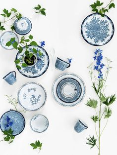 Lotta Agaton Reminds me of the Dainty Blue, which was supposed to be the legacy passed down to me from my mom. Somehow it was lost during the packing of things for the estate sale after my father's death. Breaks my heart.