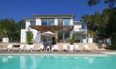 Luxury Living at it´s best - Contemporary Villa for sale in the north of Mallorca  This stunning modern villa is perfectly located in a completely tranquil environment, an idyllic leafy residential area close to all amenities and market towns.