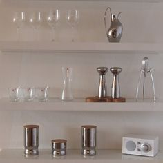In my kitchen shelves - Georg Jensen, Alessi, Iittala & Tivoli Audio <3 Oma Koti Valkoinen - CASA blogit
