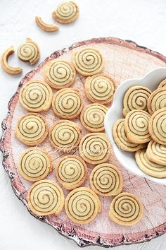 Sugar cookies with a cinnamon sugar swirl. These cinnamon roll cookies are delicious treats for the holiday season. They look just like cinnamon rolls. Easy Casserole Recipes, Easy Cookie Recipes, Baking Recipes, Dessert Recipes, Cinnamon Roll Cookies, Cinnamon Rolls, Baby Biscuit Recipe, Easy Desert Recipes, Fall Recipes