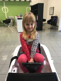 Rozkošná malá slečna za nami prišla s prosbou podstrihnúť tieto nádherné zlaté vlásky. 👱‍♀️👸  #detskekadernictvo #hair #hairs #hairstyle #haircut #new #novyuces #kids #girls #cute #cutie #blond