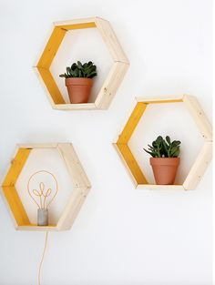 How to Build These Geometric Shelves with Minimal Tools—and Budget – кαιту муи¢zуωσя How to Build These Geometric Shelves with Minimal Tools—and Budget How to Build DIY Hexagon Shelves with Minimal Tools and Budget Geometric Shelves, Hexagon Shelves, Easy Woodworking Projects, Diy Projects, Popular Woodworking, Diy Bedroom Decor, Diy Home Decor, Decor Room, Bedroom Ideas