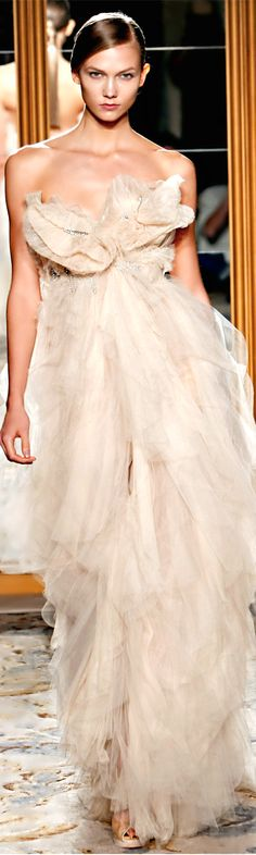 Marchesa Spring 2012 Prêt-à-porter Modenschau – Wedding dress fashion Marchesa Spring, Marchesa Bridal, Dress Couture, Couture Fashion, Runway Fashion, Glamour Moda, Mode Glamour, Fashion Moda, Fashion Week