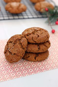 Grain-free Spiced Molasses Cookies – Gluten-free + Dairy-free // www.tasty-yummies.com