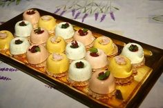 Petites bouchées apéritives aux trois parfums Shot Glass Appetizers, Yummy Appetizers, Yummy Snacks, Yummy Food, Oven Vegetables, Dessert Buffet, Wedding Desserts, Wedding Cake, Food Packaging