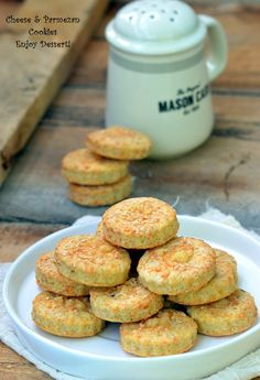 Crackers with cheese and parmesan Breakfast Dessert, Breakfast Recipes, Romanian Food, Appetisers, Morning Food, Cakes And More, Baby Food Recipes, Appetizer Recipes, Food And Drink
