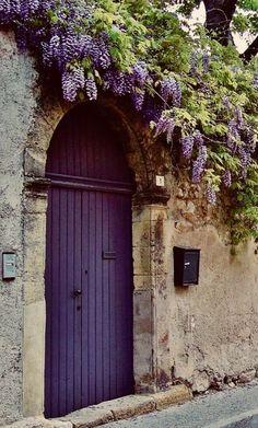 Wisteria in bloom 🌸💐🌸 The purple door Cool Doors, Unique Doors, Entry Doors, Entrance, Purple Wisteria, Purple Door, Purple Front Doors, Doorway, Belle Photo