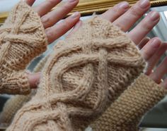 free pattern.  Ravelry: Cabled mittens - light and easy pattern by Luise Gaugenotte