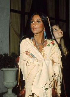 """Native American Encyclopedia - Did you know """"Cher"""" is a short form of Cherokee? The Americans, Cher Photos, Beaux Couples, Cher Bono, Native American Beauty, Photo Portrait, Mode Outfits, 70s Fashion, Decades Fashion"""
