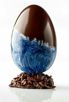 A chocolate Easter egg inspired by the coast of Brittany from Henri Le Roux. Chocolate Shells, Chocolate Art, Easter Chocolate, Chocolate Flavors, Chocolates, Chocolate Showpiece, Chocolate Covered, Chocolate Centerpieces, Chocolate Sculptures