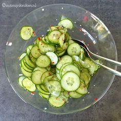 Oosterse komkommer salade