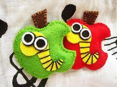 Apple with worms  Cute felt brooch by mirkajakabova on Etsy, €9.50 Great #teachergift #Etsyshop