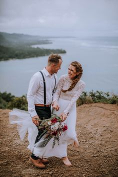 """These two """"eloped"""" on a mountaintop on Oahu, Hawaii. Who could ask for a better adventurous elopement session? Now who wants to elope in Hawaii! Whimsical Wedding Inspiration, Elopement Inspiration, Wedding Photography Inspiration, Hawaii Wedding, Hawaii Elopement, First Dance Photos, Wedding Day Checklist, Maui Wedding Photographer, Bridal Session"""