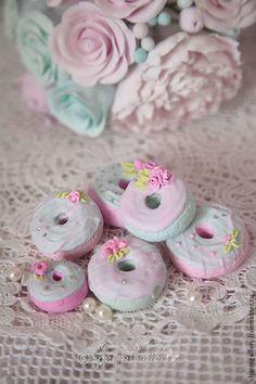 """Купить """"Donuts & rose"""". Авторское украшение интерьера. - пончик, донатс, сладости из пластики, роза"""