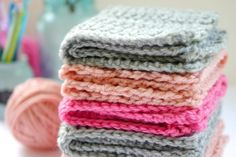 Washcloth-Crochet-Pattern-Free-Design-on-EverythingEtsy.com_.jpg