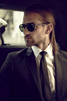 Occhiali da sole modello WE0127 Ispirazione vintage per questo modello rotondeggiante, caratterizzato dal ponte a chiave e dalla barra superiore in metallo. Gli acetati sono ricchi e ricercati. Disponibile una variante con lenti Barberini. #sunglasses #eyewear #menseyewear #eyewearss15 #suncollection