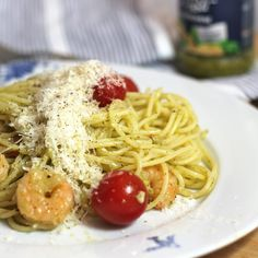Quick and easy 15min  spaghetti with pesto, shrimps and tomatoes #recipe