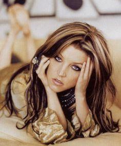Lisa Marie Presley- love the hair color!!