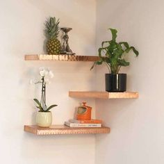 Wow, doesn't this look great? The textured floating copper shelf is hand-fin… Wow, doesn't this look great? The textured floating copper shelf is hand-finished and a stunning way to display accessories in style at home. Floating Corner Shelves, Corner Wall Shelves, Floating Shelves Bathroom, Glass Shelves, Corner Shelves Living Room, Kitchen Shelves, Bedroom Wall Shelves, Open Shelves, Corner Wall Decor
