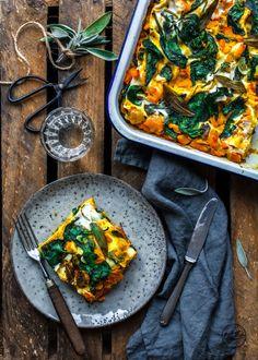 Juicy pumpkin lasagna with spinach & sage - Healthy Recipes - Clean Food & Life Healthy Juice Recipes, Healthy Juices, Clean Recipes, Vegetarian Recipes, Healthy Food, Lasagna Recipe With Ricotta, Spinach Lasagna, Lasagna Soup, Pumpkin Lasagna
