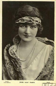 Bayan Lily Elsie