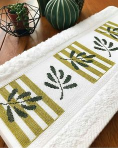 Cross Stitch Borders, Cross Stitch Flowers, Crochet Border Patterns, Mug Rugs, Cross Stitch Embroidery, Pillows, Canvas, Handmade, Instagram