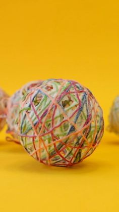 Learn how to make a decorative string ball using a homemade flour paste. These make beautiful holiday decorations for Easter, Christmas and more! School Art Projects, Craft Projects For Kids, Arts And Crafts Projects, Activities For Kids, Diy Crafts, Balloon Lanterns, Up Balloons, Paper Mache Balloon, Holiday Decorations