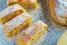 Tvarohový závin s jablkovou plnkou Hot Dog Buns, Prosciutto, Apple Pie, Bread, Ethnic Recipes, Food, Hampers, Apple Cobbler, Meal
