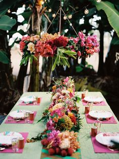 Tropical tablescape | Jonathan Canlas Photography | see more on: http://burnettsboards.com/2014/06/tropical-banana-grove-inspiration-shoot/ #weddings