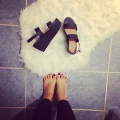 Dido with the #ShoeCult Bianca Flatform in Black || Get the sandals: http://www.nastygal.com/shoes/shoe-cult-bianca-flatform--black?utm_source=pinterest&utm_medium=smm&utm_term=ngdib&utm_content=the_cult&utm_campaign=pinterest_nastygal