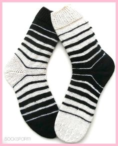 Marion's Socks Farm: Black & White – Sabine Langner – Ich Folge - Socken Stricken Crochet Socks, Knitting Socks, Hand Knitting, Knit Crochet, Patterned Socks, Striped Socks, Black And White Socks, Black White, Sock Crafts