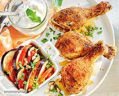 Rezept: Ofen-Hähnchen-Unterkeulen mit Aubergine und würzigem Minzjoghurt