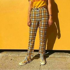 The Yellow Things in Life💛✨ Just trying to spread happiness and make people smile! Yellow Theme, Magazine Mode, Converse, Just Smile, Pretty People, Summer Collection, Sneakers, Parachute Pants, Outfits