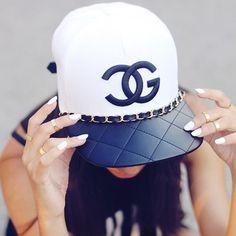79 mejores imágenes de GIRL WITH CAP  88d6a603974