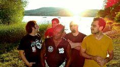 """ProgramaDomingo Onze e Meia, da Fundação Cultural de Curitiba, traz ao público banda curitibana Regra 4. Show acontece no dia 15, às 11h30, no Conservatório de MPB de Curitiba. Entrada é gratuita. Grupo pesquisa ritmos afro-brasileiros, como samba, coco, frevo, maculelê, maracatu e jongo,e os mistura commúsica eletrônica, rock e MPB contemporânea. Também entram no...<br /><a class=""""more-link""""…"""