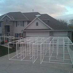 Free plans and pictures of PVC pipe projects. Can give you ideas for your Halloween haunted maze Theme Halloween, Halloween Birthday, Outdoor Halloween, Halloween Projects, Holidays Halloween, Scary Halloween, Diy Halloween Maze, Halloween History, Pvc Projects