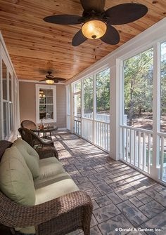 Industrial Design Home Porches - The picture above shows the design from the terrace of the house that looks very cool and shady. Screened Porch Designs, Screened Porches, Front Porch, Porch With Screen, Simple Porch Designs, Industrial Home Design, Industrial Fan, Porch Ceiling, Ceiling Fans
