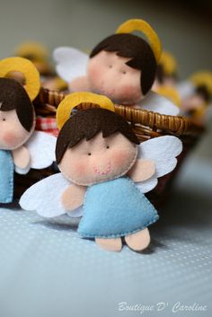 Angels in felt - these would be cute on a baby crib mobile Diy Projects To Try, Crafts To Make, Crafts For Kids, Diy Crafts, Angel Crafts, Felt Crafts, Holiday Crafts, Felt Christmas Ornaments, Christmas Angels