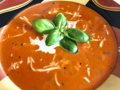 and tasty - quick tomato soup - too lazy to cook? - Rezepte -Simple and tasty - quick tomato soup - too lazy to cook? - Rezepte - Fresh tomato soup from djbaraka Quick Tomato Soup, Fresh Tomato Soup, Healthy Soup, Healthy Recipes, Healthy Brownies, Lunches And Dinners, A Food, Feta, Mad