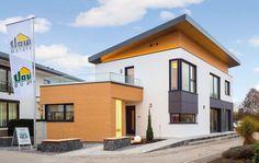 """- Das neue Musterhaus """"LUMINA"""" zeichnet sich durch eine moderne Fassadengestaltung und einem """"schwebenden"""" architektonisch reizvollen Pultdach aus. Der großzüg..."""