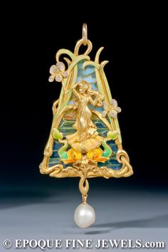 Attributed to Louis Aucoc ,A very fine Art Nouveau gold, enamel and plique-à-jour enamel pendant.
