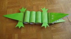 Toilet Paper Roll Crafts Make a crocodile out of toilet paper rolls!Make a crocodile out of toilet paper rolls! Kids Crafts, Cute Crafts, Crafts To Do, Projects For Kids, Diy For Kids, Craft Projects, Yarn Crafts, Toilet Roll Craft, Toilet Paper Roll Crafts