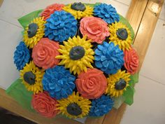 How to Make a Beautiful Cupcake Bouquet to Brighten Any Table