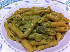 Pennette con fave e vellutata di piselli. #ricetta di @ricettedimatilde Food Bulletin Boards, Italian Recipes, Green Beans, Pasta, Diet, Vegetables, Desserts, Php, Invitation