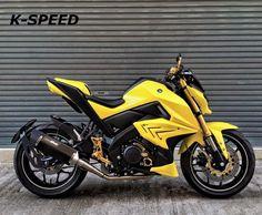 Stunt Bike, Yamaha Bikes, Motorcycle Design, Skull Tattoos, Sport Bikes, Helmets, Cars And Motorcycles, Motorbikes, Biker
