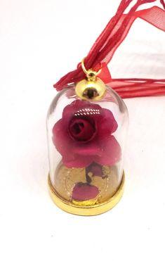 """Voici ce que je viens d'ajouter dans ma boutique #etsy : Collier rose éternelle sous verre http://etsy.me/2o7bZxU #bijoux #collier #rouge #verre #fleuri #saintvalentin """"bijoux #bijouxfantaisie #collier #pendentif #rose #roseeternelle #clocheverre #roses #jewelry"""