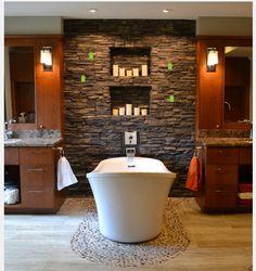 forme et orientation baignoire, mur briques